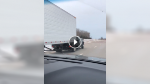 People are really amused by this pickup hauling a full-size semi trailer
